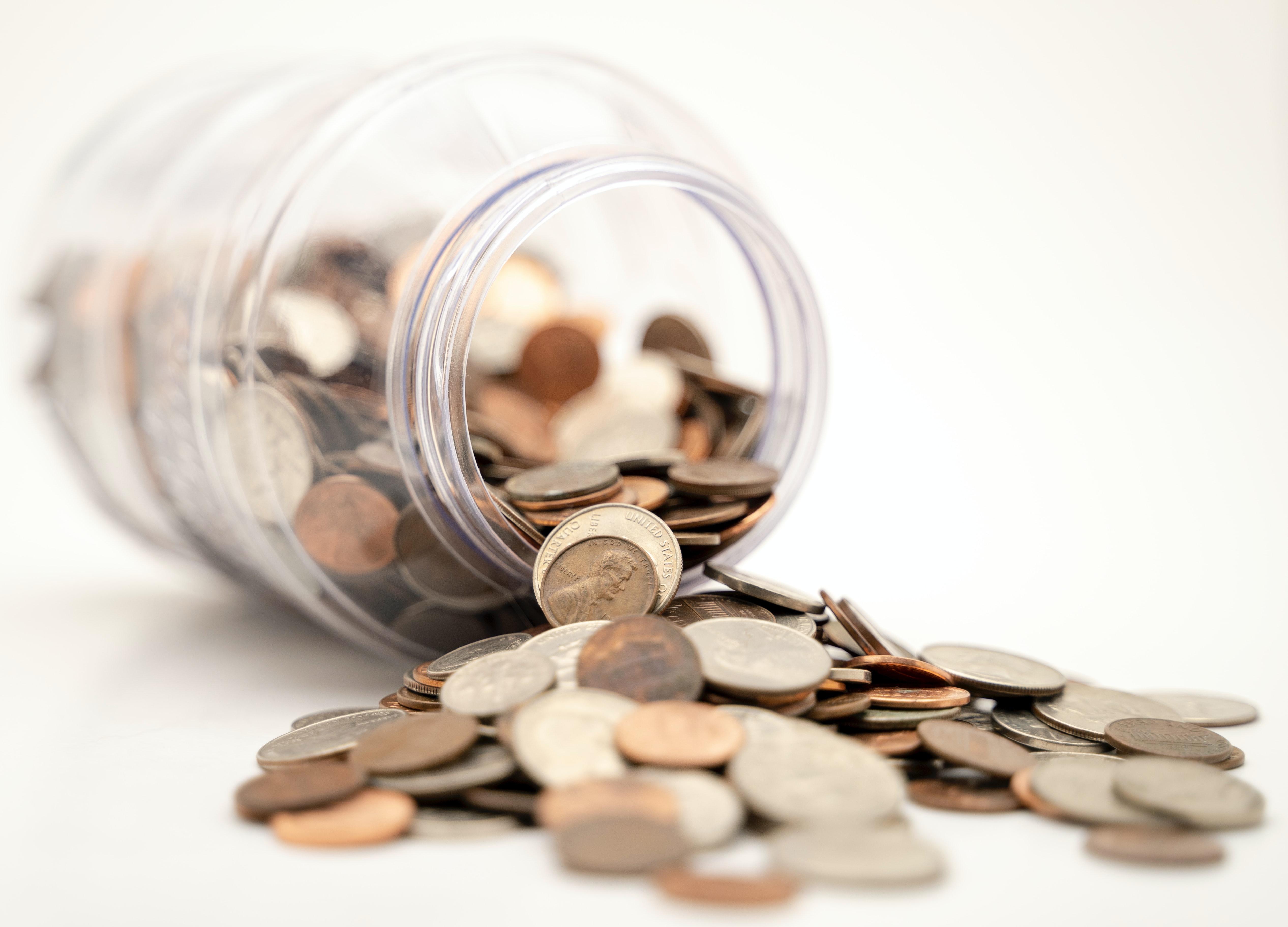 Pote com moedas.